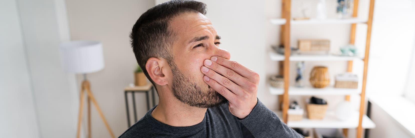 Hoe kom je van een muffe geur in huis af?
